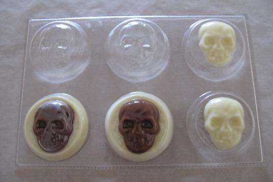 Our cool skulls on discs Halloween mould