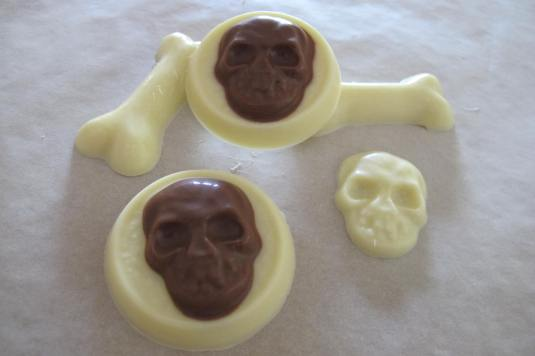 Skull and bones chocolate. Fab for Halloween!