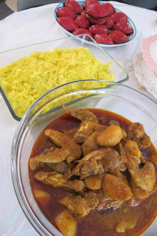Chicken curry and yellow glutinous rice
